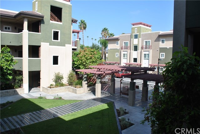 228 S Olive Avenue, Alhambra CA: http://media.crmls.org/medias/07c78d23-d120-4dbc-89f6-7c903c3e8cd2.jpg