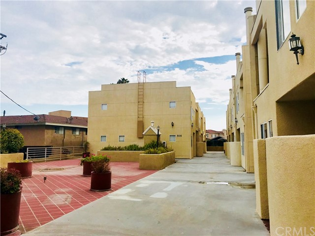 503 N 3rd Street, Alhambra CA: http://media.crmls.org/medias/07eb1142-6f8d-4f88-be73-c64973408c84.jpg