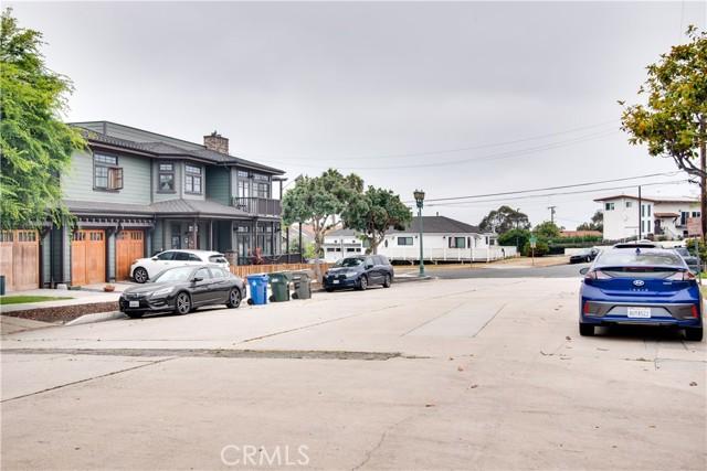 703 -705 El Redondo Avenue, Redondo Beach CA: http://media.crmls.org/medias/07f73189-59bc-4af5-b892-10bc164b84df.jpg