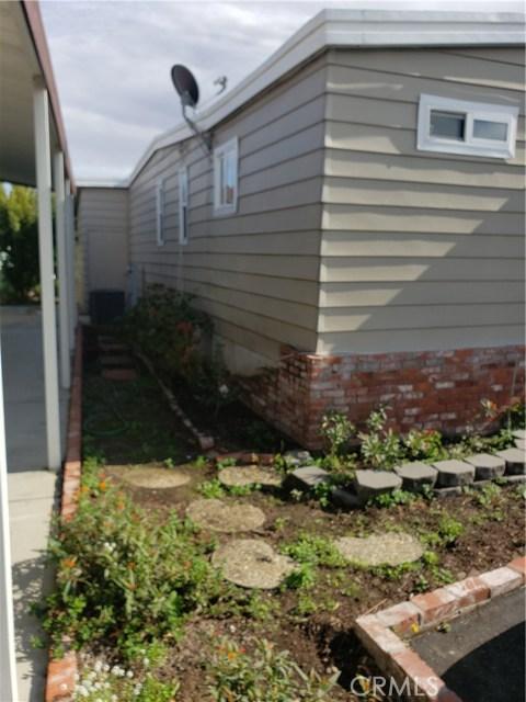 19361 Brookhurst Street, Huntington Beach CA: http://media.crmls.org/medias/08017874-b71b-4484-a623-23c2e42ab999.jpg