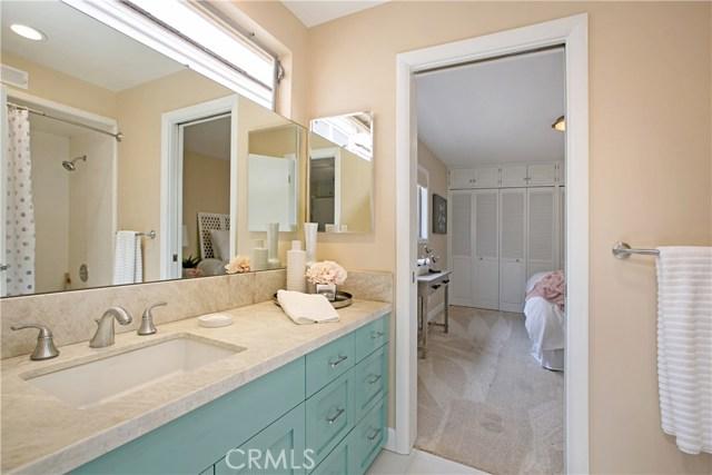 208 Via Lido Nord, Newport Beach CA: http://media.crmls.org/medias/0804f4d0-70f2-40da-9998-c9e812ec11ec.jpg