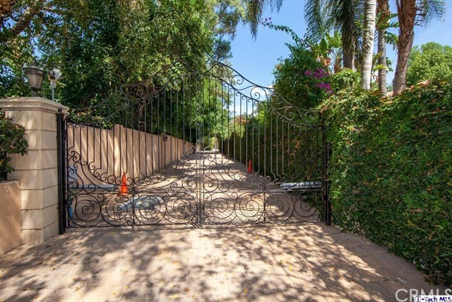 Single Family Home for Sale at 17407 Napa Street Northridge, California 91325 United States