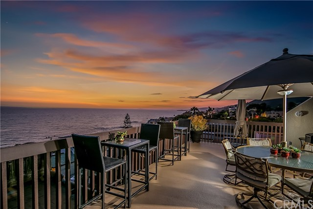 32041 Point Place, Laguna Beach CA: http://media.crmls.org/medias/0895f650-d8ff-4276-8573-91bbae072307.jpg