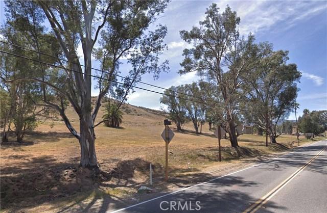239 Riverside Drive, Lake Elsinore CA: http://media.crmls.org/medias/08a97bf0-86c7-4aef-9b47-85e1820d5558.jpg
