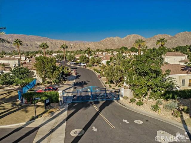 80938 Via Puerta Azul, La Quinta CA: http://media.crmls.org/medias/08c0ee9a-9a28-4246-b922-61180f0d3b70.jpg