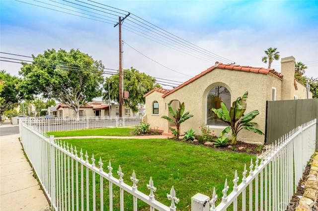 8900 S Hobart Bl, Los Angeles, CA 90047 Photo 1