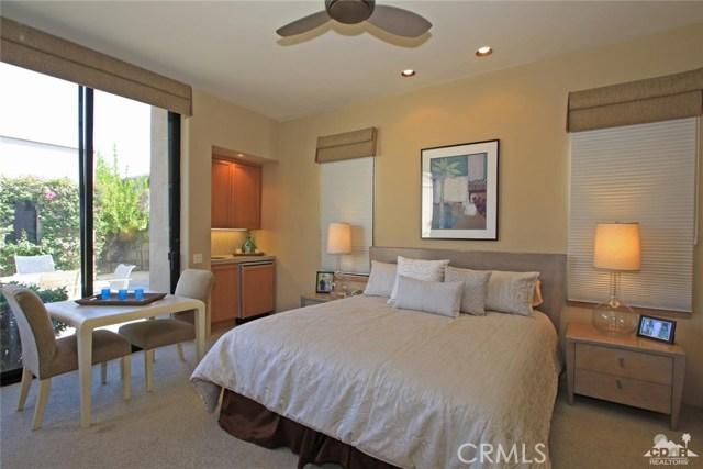 428 Morning Dove, Palm Desert CA: http://media.crmls.org/medias/08c488d1-8a19-4c02-925e-7c9902065d55.jpg