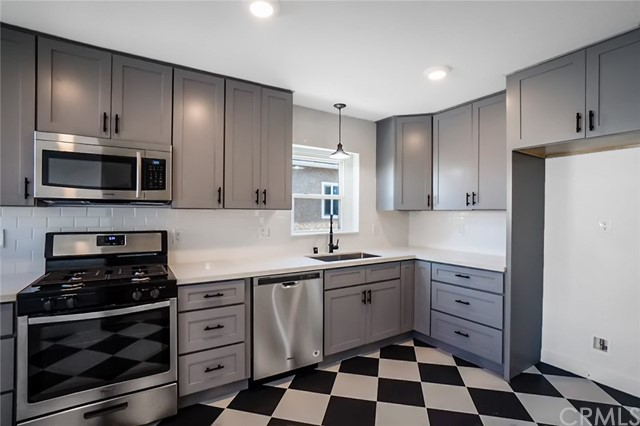 5442 Lemon Avenue, Long Beach CA: http://media.crmls.org/medias/08cbad85-6db9-421f-bbb8-8f85da88de79.jpg