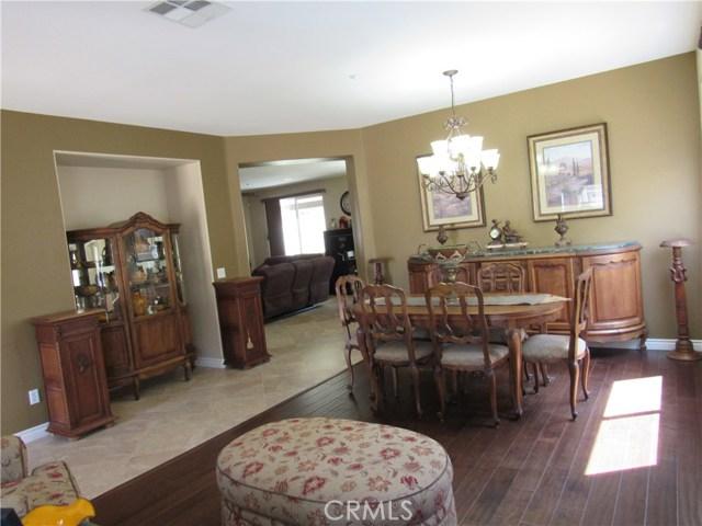6975 Garden Rose Street, Fontana CA: http://media.crmls.org/medias/08cbd889-00b0-4b42-9bc0-52bceaefc1d0.jpg