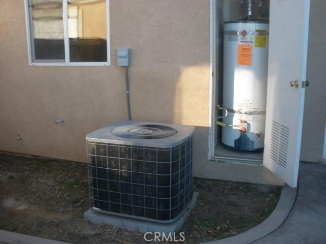 14621 Nelson Avenue, Victorville CA: http://media.crmls.org/medias/08d746c1-3721-47b2-a32c-66313ad1fe5b.jpg