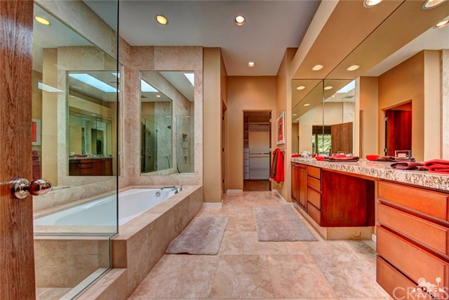 661 Box Canyon, Palm Desert CA: http://media.crmls.org/medias/08d8b6f3-8341-4ea6-bed7-fe4cf87f59f5.jpg
