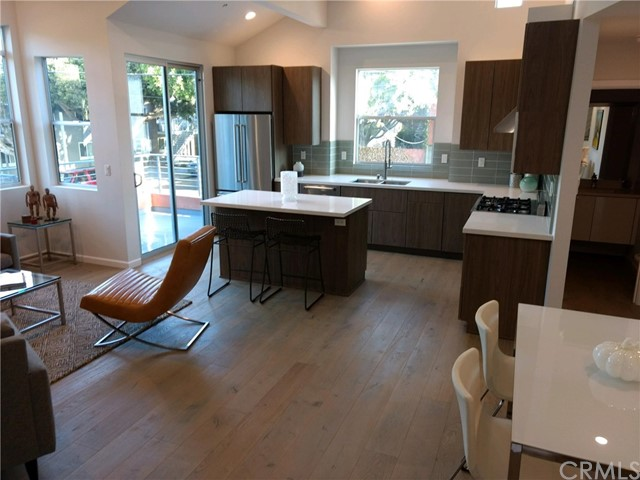 Townhouse for Sale at 1803 16th Street Unit E 1803 16th Street Santa Monica, California 90404 United States