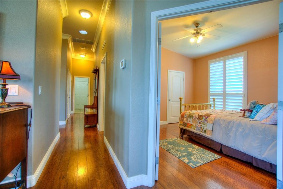 10827 Skyview Drive, Kelseyville CA: http://media.crmls.org/medias/08e51a0b-b5d3-4f5d-824c-374a8ae54978.jpg