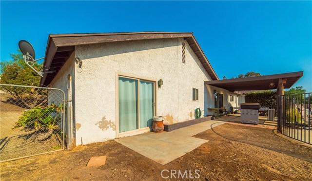 16415 Holcomb Way, Riverside CA: http://media.crmls.org/medias/08ef13ee-e3d0-4f79-93c1-40948253f7c2.jpg