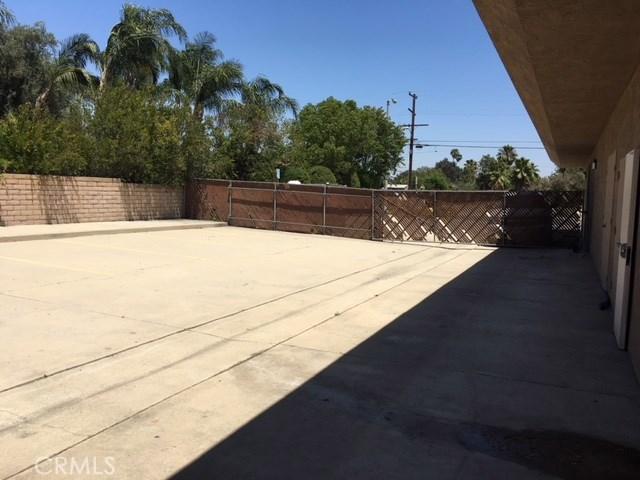 4590 Riverside Drive, Chino CA: http://media.crmls.org/medias/08fe35d0-1c71-4917-a920-bfbf3b178a98.jpg