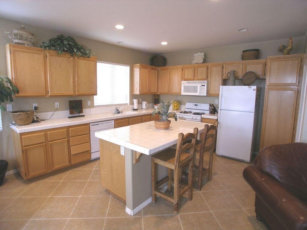 独户住宅 为 销售 在 22275 Witchhazel Avenue Moreno Valley, 92553 美国