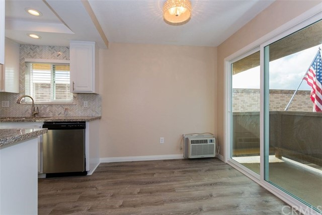 2423 Deodar Street Unit 4 Santa Ana, CA 92705 - MLS #: OC18067117