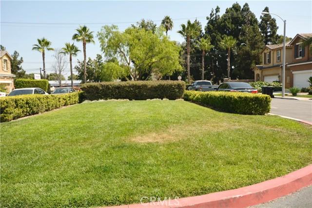 12892 Pomelo Lane, Garden Grove CA: http://media.crmls.org/medias/09205ca2-5a05-43f8-852b-76c45eb21ae5.jpg