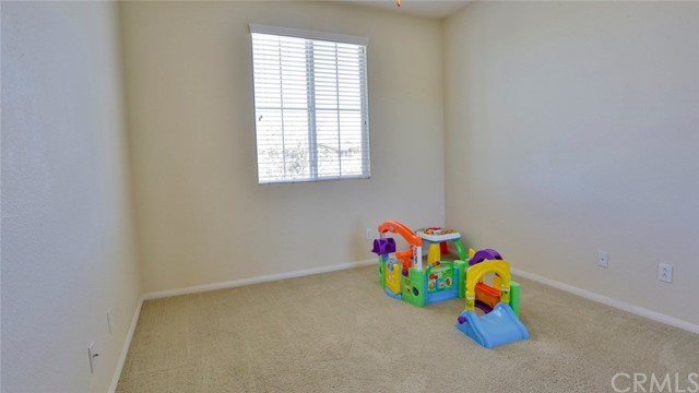 29111 Rocky Point Court, Menifee CA: http://media.crmls.org/medias/0941d69a-49c6-40db-bb9b-96f405099b28.jpg