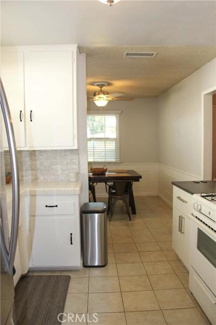 423 W Leeside Street, Glendora CA: http://media.crmls.org/medias/094dd6cf-6561-4b16-b479-dfd366ec0858.jpg
