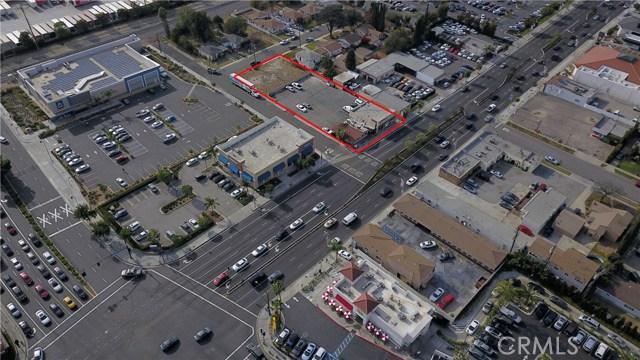 8740 Firestone Boulevard, Downey CA: http://media.crmls.org/medias/094e3e49-8ee9-4cbb-8e8b-ad4758011782.jpg