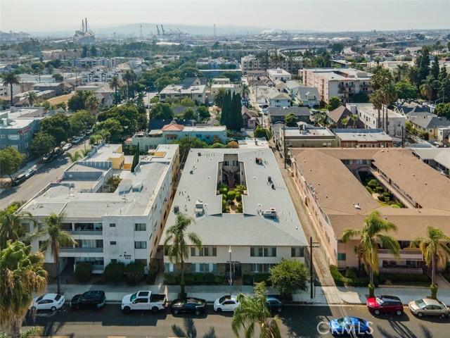 519 Cedar Avenue, Long Beach CA: http://media.crmls.org/medias/09510b36-7a68-437c-9685-9649474ba342.jpg