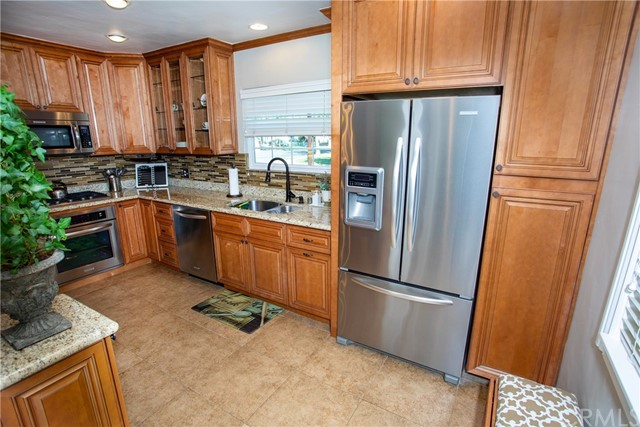 1500 W Clark Avenue, Burbank CA: http://media.crmls.org/medias/095d3617-613e-470b-ba3d-c4721356ee3e.jpg