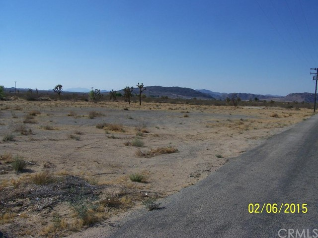 Additional photo for property listing at 910 Landers Lane  Landers, California 92285 United States