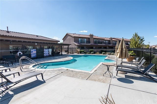 14176 Kiowa Road, Apple Valley CA: http://media.crmls.org/medias/09625edb-00ae-4fe0-b5e8-f65d6c7b580e.jpg