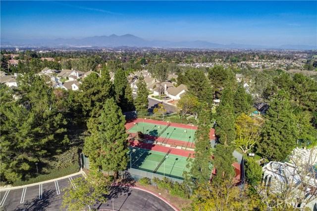 5 Cherrywood, Aliso Viejo CA: http://media.crmls.org/medias/09668c8c-9802-4496-a67f-1cd55124247d.jpg
