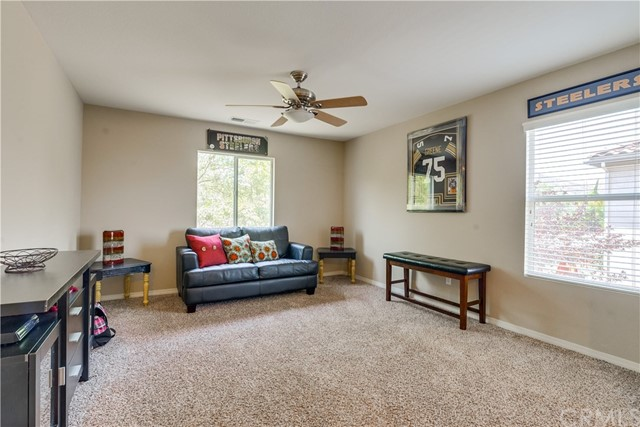 31991 Sugarbush Lane, Lake Elsinore CA: http://media.crmls.org/medias/096c62dd-e160-4127-98d4-e99fd0db8830.jpg
