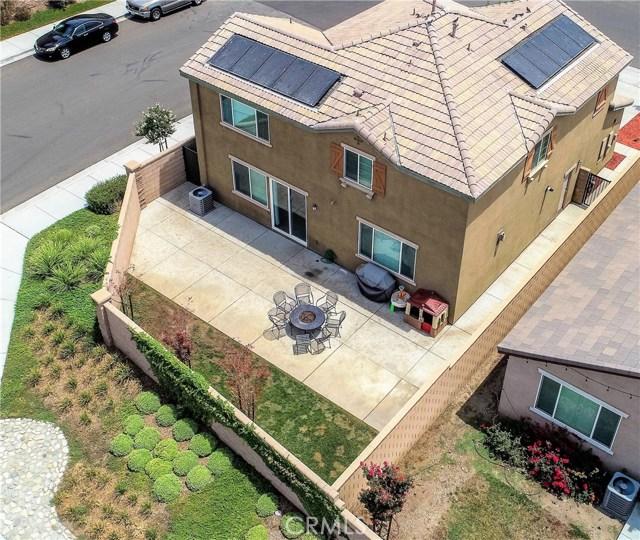 7832 Lemon Pepper Avenue, Fontana CA: http://media.crmls.org/medias/0988621d-e10f-4ebf-8eaf-fb32895d2d61.jpg
