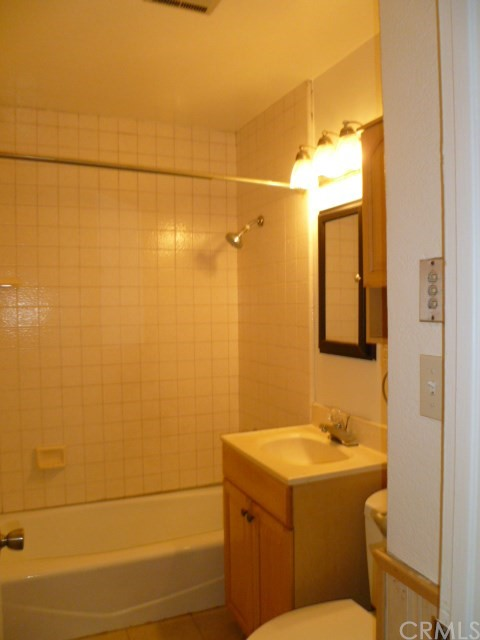 14033 Lefloss Avenue, Norwalk CA: http://media.crmls.org/medias/09a2a332-7546-4c5d-9d7e-33ac5a9dbc41.jpg