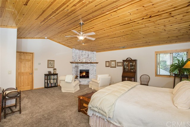 116 Marina Point Drive, Big Bear CA: http://media.crmls.org/medias/09ac55fa-00d6-4d39-917a-226e73756ebe.jpg