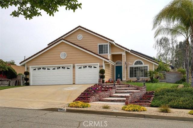 1952 Birkdale Avenue, Upland CA: http://media.crmls.org/medias/09b69162-d033-4685-adc4-97f55ab1d42c.jpg