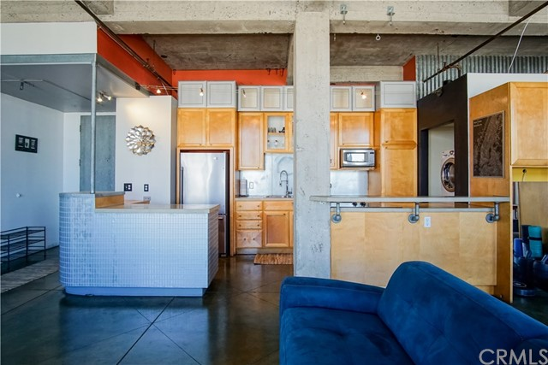 100 W 5th Street, Long Beach CA: http://media.crmls.org/medias/09bd68c1-f02b-4610-b794-bf8e213c0e25.jpg