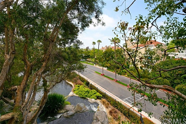 Detail Gallery Image 1 of 1 For 20301 Bluffside Cir #212,  Huntington Beach,  CA 92646 - 2 Beds | 2 Baths