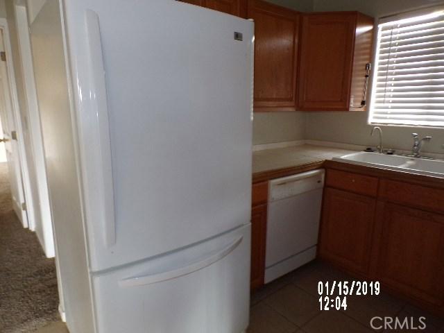 10766 San Jacinto Street, Morongo Valley CA: http://media.crmls.org/medias/09d1eaa2-2e78-4e95-bf12-685eadfe29e0.jpg