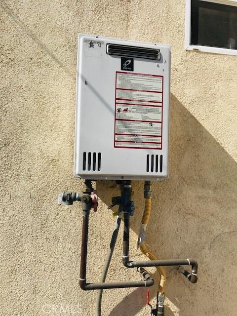 6204 Brynhurst Avenue, Hyde Park CA: http://media.crmls.org/medias/09fbdd6f-0562-4c03-9224-fb936ea7f87d.jpg