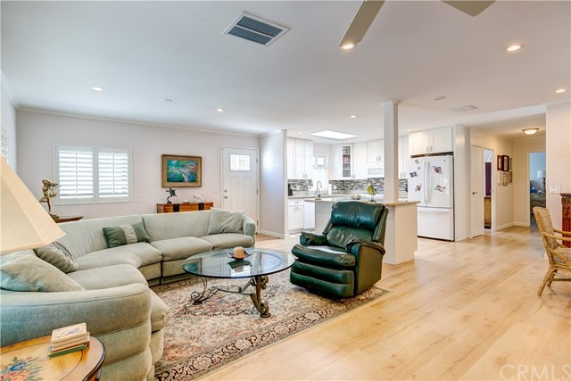 279 Cambridge Way, Newport Beach CA: http://media.crmls.org/medias/0a1a416b-460b-43f1-93c3-baecddb91470.jpg