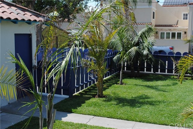 704 B California Street, Huntington Beach CA: http://media.crmls.org/medias/0a44b988-9eb0-438d-b757-037559b7cb78.jpg