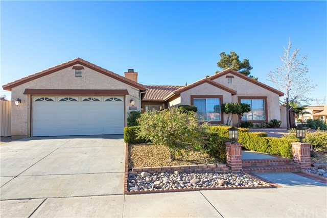 Detail Gallery Image 1 of 20 For 13016 Side Saddle Rd, Victorville, CA 92392 - 4 Beds | 2 Baths
