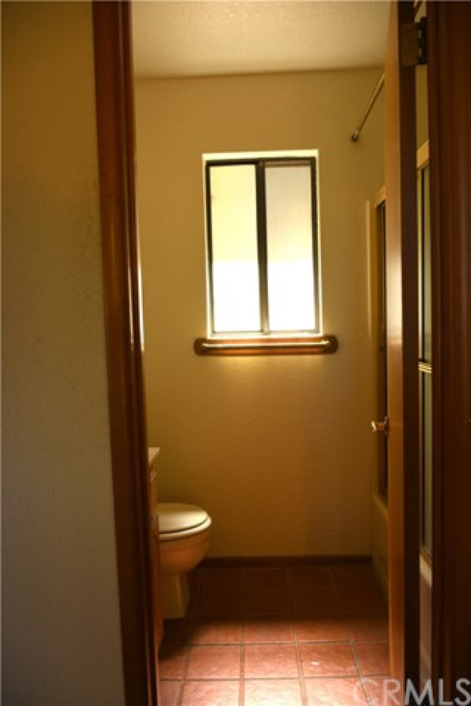 25105 Jewel Drive, Crestline CA: http://media.crmls.org/medias/0a64b1a8-101c-482d-94cb-39209b5e8b28.jpg