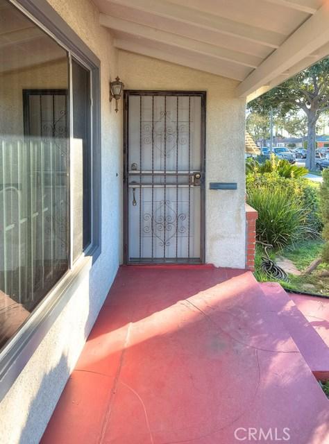 2990 Gale Avenue, Long Beach CA: http://media.crmls.org/medias/0aa16d81-7a88-4871-bb7d-46337abc12ad.jpg