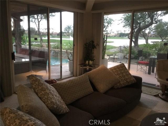 54015 Southern Hills, La Quinta CA: http://media.crmls.org/medias/0ab0f015-ee94-4102-89db-16964740dfdf.jpg