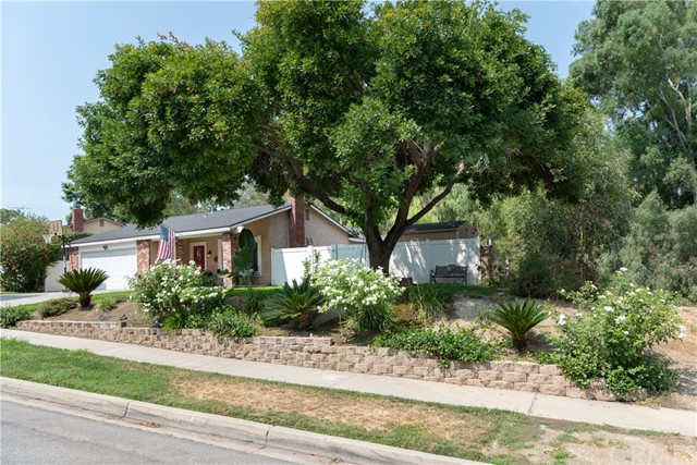 15450 Rolling Ridge Drive, Chino Hills CA: http://media.crmls.org/medias/0ab84587-9c4c-4f02-af64-ca49f9f477d8.jpg