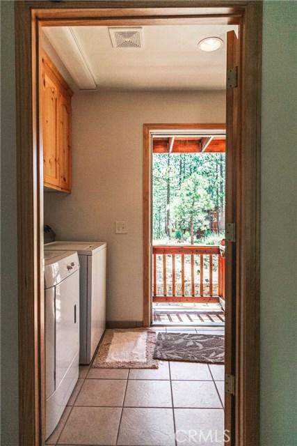 471 Woodside Drive, Big Bear CA: http://media.crmls.org/medias/0abcfe42-1a93-44db-aca8-2716bc4ca6e5.jpg