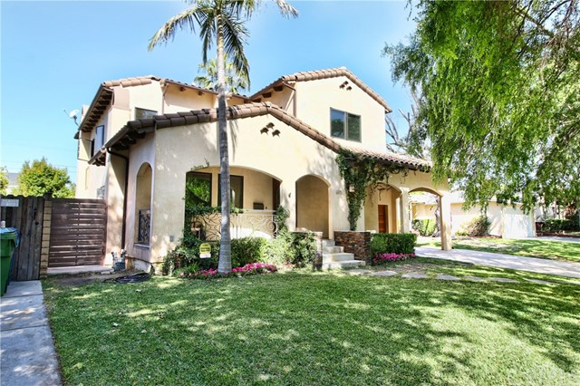 Single Family Home for Sale at 4915 Placidia Avenue Toluca Lake, California 91601 United States