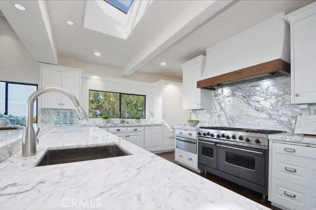 904 Via Nogales, Palos Verdes Estates CA: http://media.crmls.org/medias/0acd27dc-b3e0-43fa-8d24-f769e8aff6c8.jpg