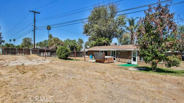 8944 Haskell Street, Riverside CA: http://media.crmls.org/medias/0aeb08ca-5a37-4996-8d87-b487be217ac6.jpg